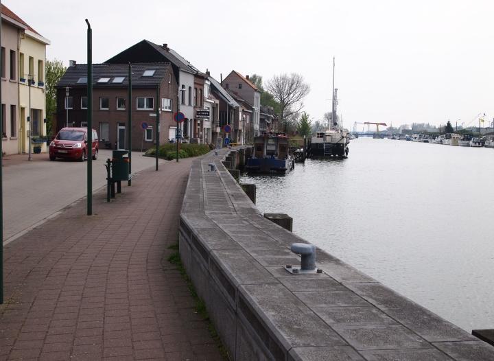 Het kanaal in Klein Willebroek; gezien vanuit het noorden.
