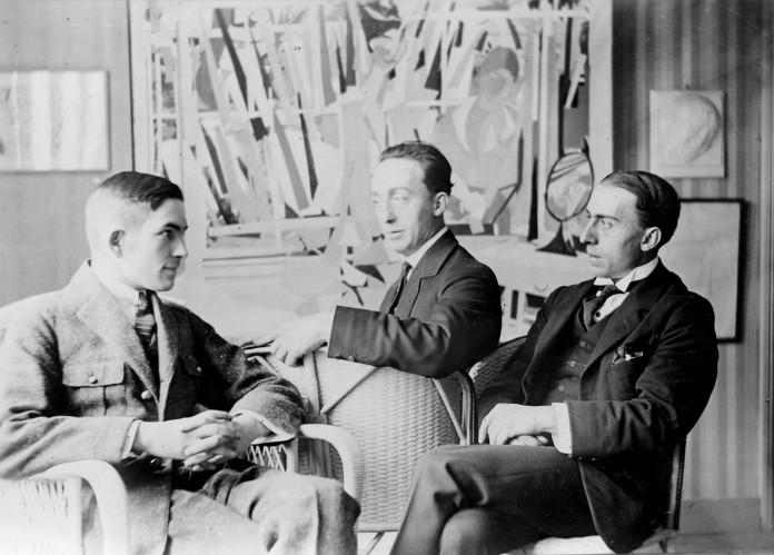 Van Ostaijen (links) en de broers Floris en Oscar Jespers (a).